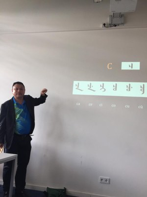 Dr. Chang hält seine Präsentation